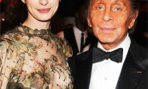 Rochia de mireaza a actritei Anne Hathaway va fi creata de Valentino