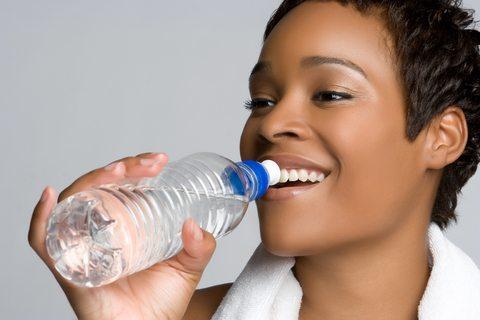 Apa - te ajută să slăbești