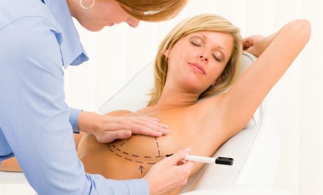 Află care sunt riscurile operației de mărire a sânilor