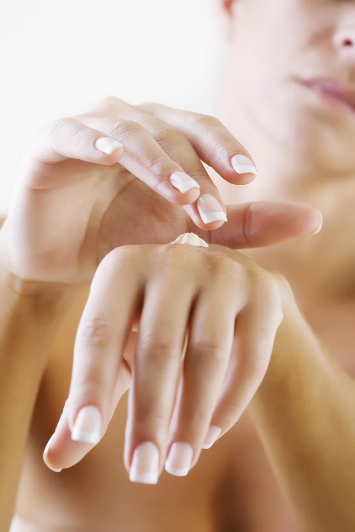 Mâini mai frumoase cu acid hialuronic
