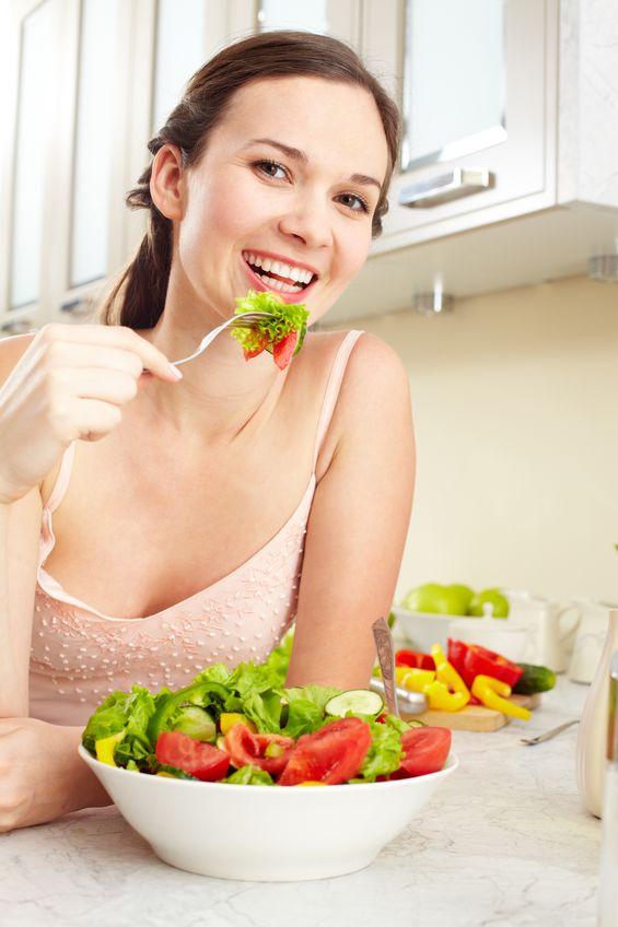 Trebuie să mâncați mai puțin seara decât la prânz