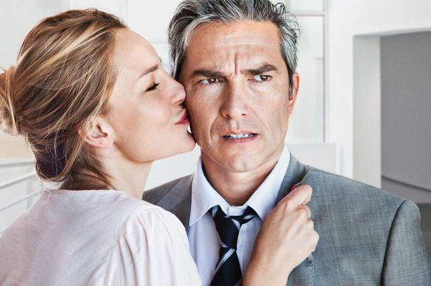 Învață cum să-ți ții iubitul aproape