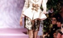 Carla Bruni se intoarce la modelling