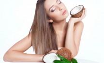 Hidrataţi scalpul uscat cu ulei de cocos cald