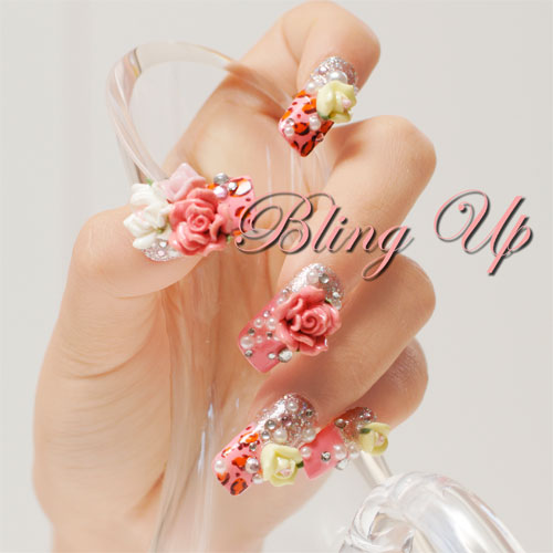 model de unghii 3D cu trandafiri
