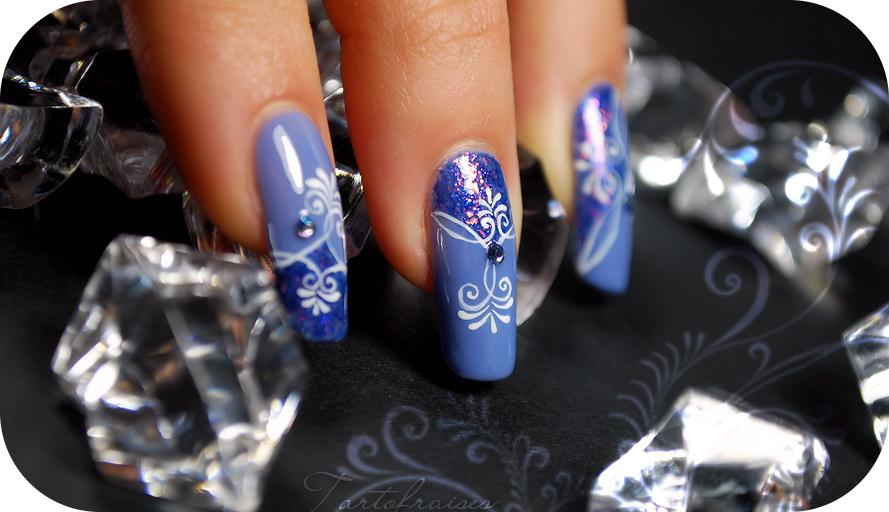 unghii cu gel albastre cu strasuri