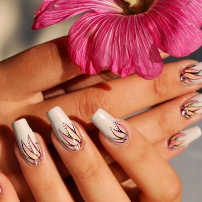 flori pe unghii cu gel