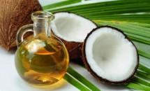 Reparați părul cu ulei natural de nucă de cocos