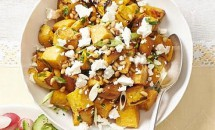 Salata de cartofi dulci cu ceapa verde si branza Feta