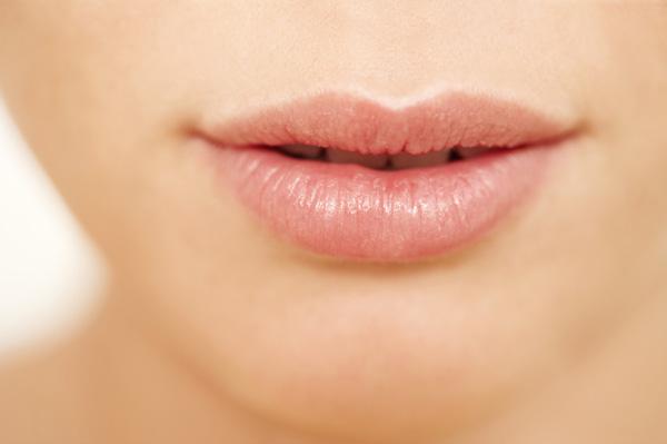 10 motive sa-ti iubesti balsamul de buze