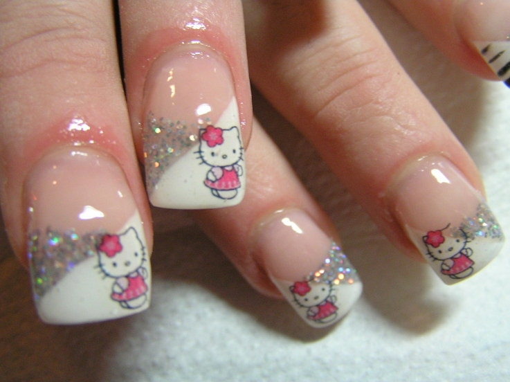 unghii Hello Kitty
