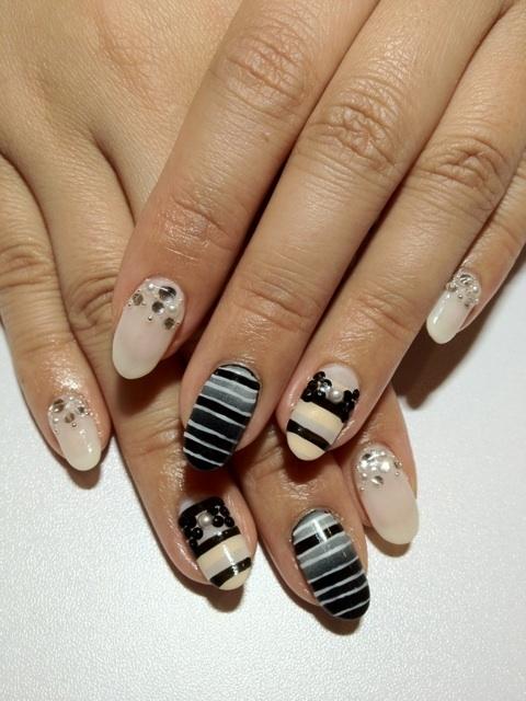 manichiura de primavara alb si negru