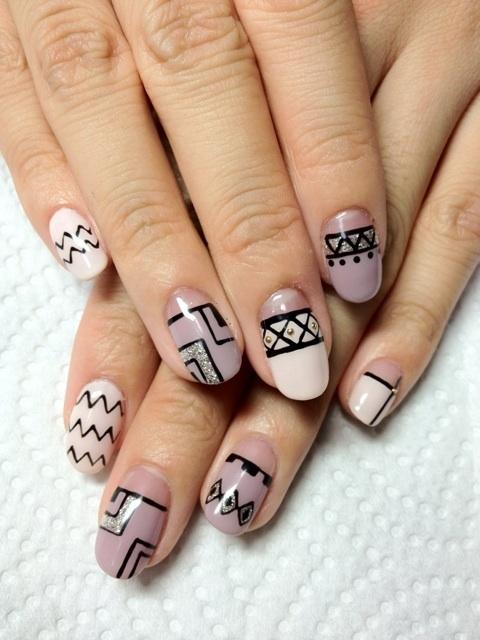 manichiura de primavara cu forme geometrice