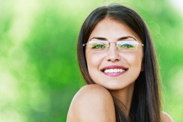 Sfaturi in materie de machiaj pentru cei ce poarta ochelari