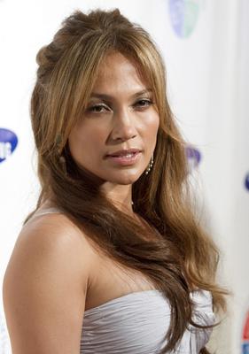 Coafuri Jennifer Lopez cu breton