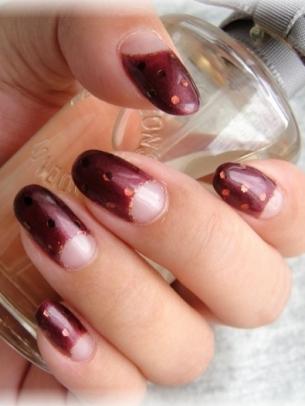 Manichiuri pe jumatate de unghie