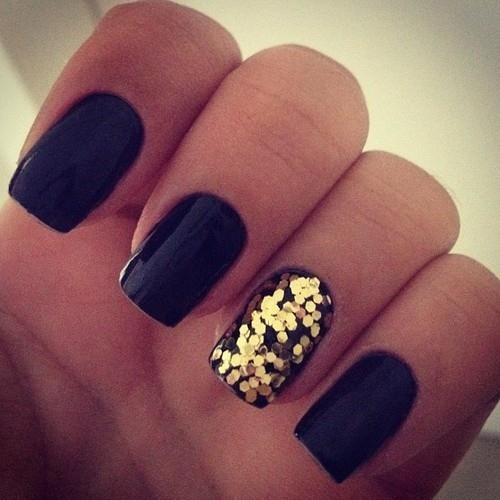 Modele unghii simple negre cu auriu