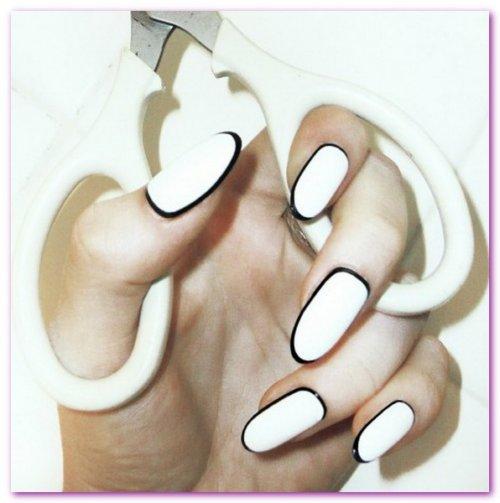 Modele unghii simple albe cu negru