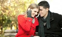 5 moduri de a flirta cu o amica