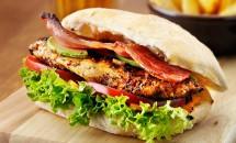 Burgeri cu carne de pui in stil Cajun