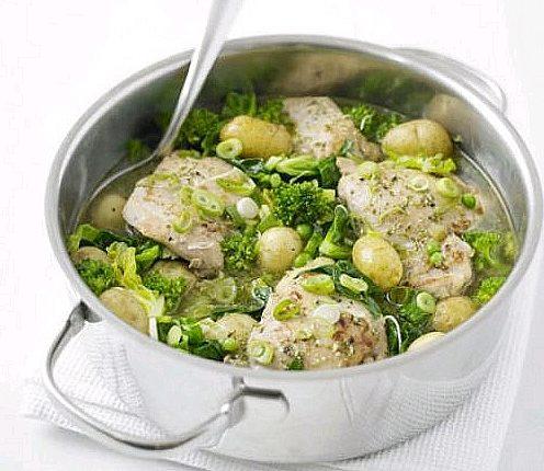 Carne de pui cu mazare si broccoli