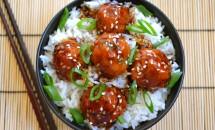 Chiftele de pui teriyaki si orez cu spanac