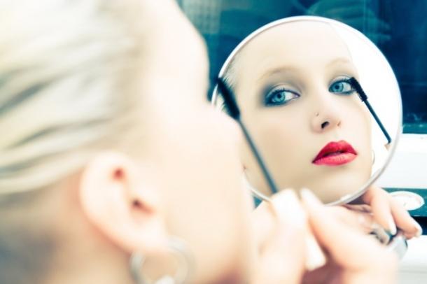 Cum sa alegi oglinda perfecta pentru machiaj
