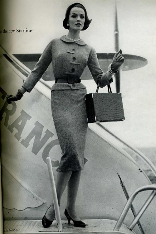 rochie stramta pe corp in moda anilor 50