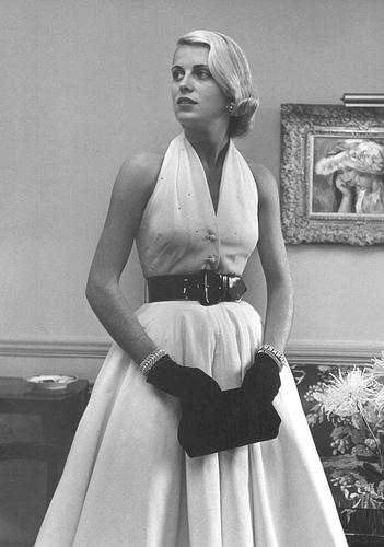 Moda anilor 50 rochie de seara alba