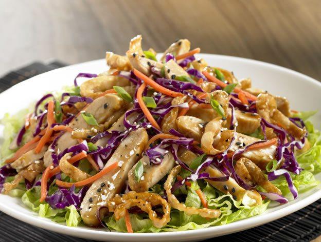 Pui picant cu salata asiatica