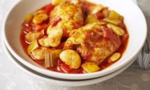 Pulpe de pui cu legume in sos de rosii