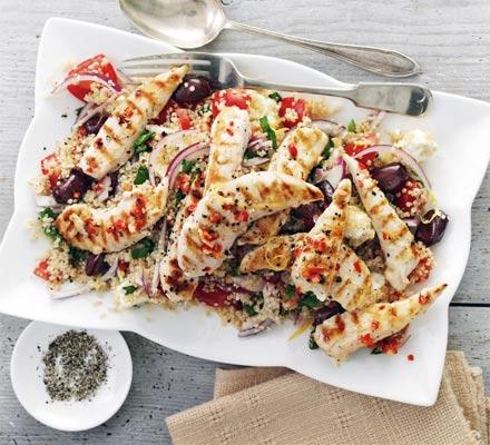Salata greceasca de pui si quinoa