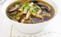 Supa cu carne de pui si ciupercute in stil thailandez