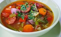 Supa de legume cu carnati