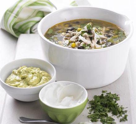 Supa de pui in stil mexican cu orez salbatic