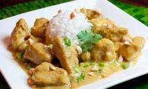Carne de porc cu unt de arahide si curry