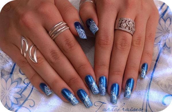Modele unghii albastre Cu alb