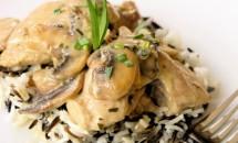 Carne de pui cu ciuperci si smantana