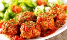 Chiftele cu carne de vita si cartofi