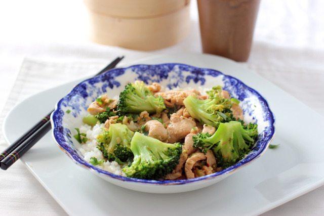 Piept de pui cu broccoli in sos alb