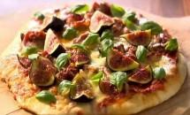 Pizza cu smochine, prosciutto si mozzarella