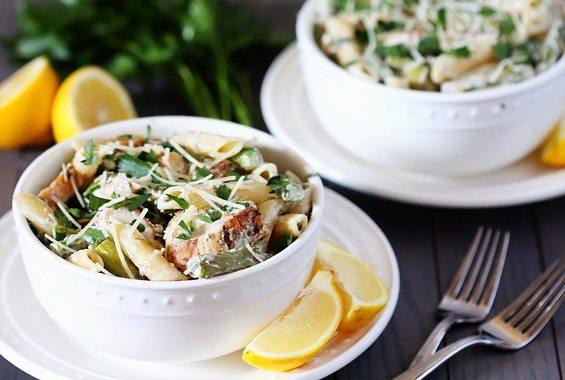 Supa crema acrisoara de pui cu spaghete