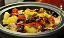 Tajine de carne de pui cu cartofi si masline