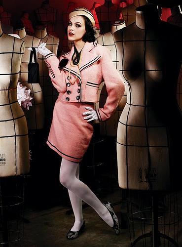costum roz Moda anilor 20