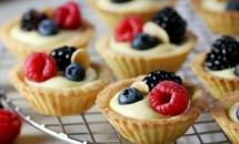 Minitarte cu fructe de padure