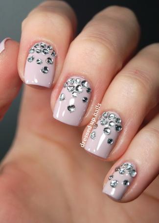 Modele de unghii cu strasuri