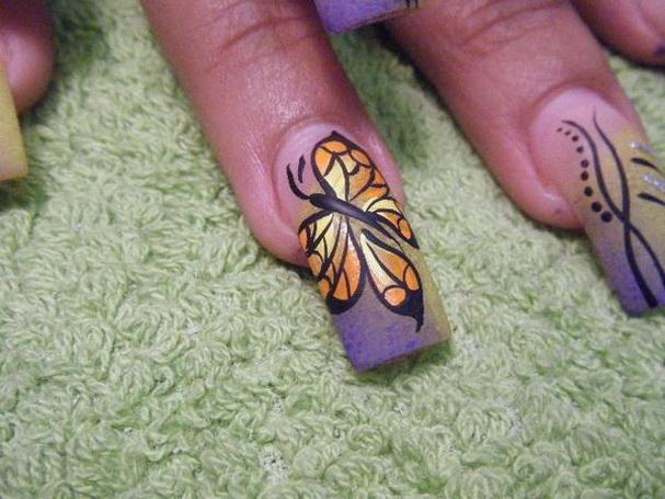 Modele unghii cu fluturi
