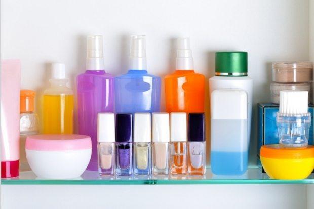 Ar trebui sa pastram cosmeticele la frigider
