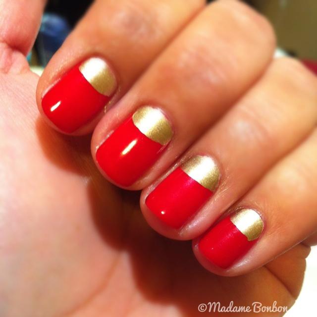 Manichiura semiluna rosu si auriu