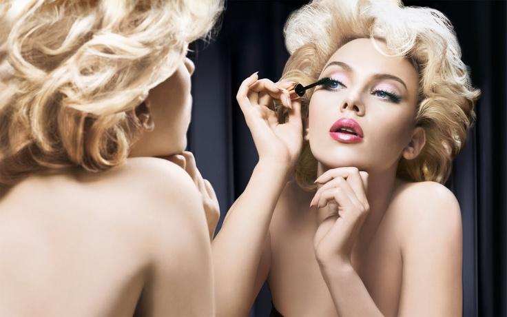 Scarlett Johansson machiaj anii 50